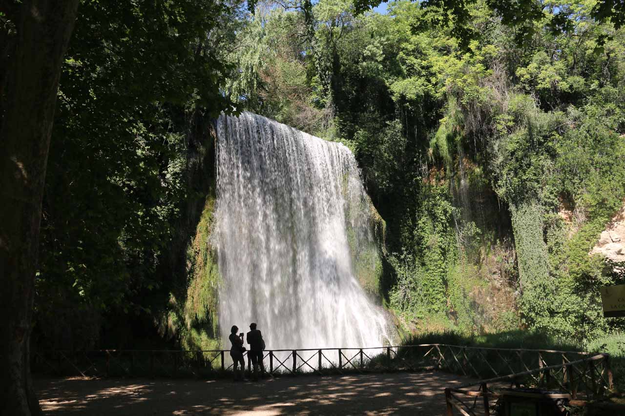 Contextual view of the viewing deck and the Cascada La Caprichosa, which was perhaps vying with the Cola de Caballo as the most attractive waterfalls in the Monasterio de Piedra park