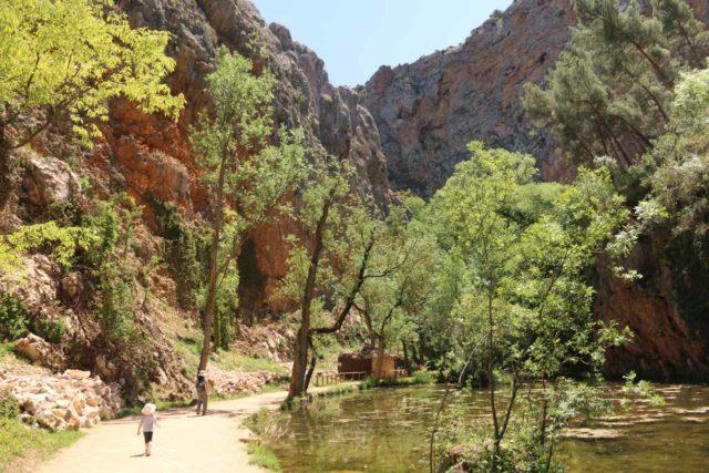 Monasterio_de_Piedra_357_06052015 - Julie and Tahia walking around the serene Lago de Espejo in a quiet and serene part of the Monasterio de Piedra park