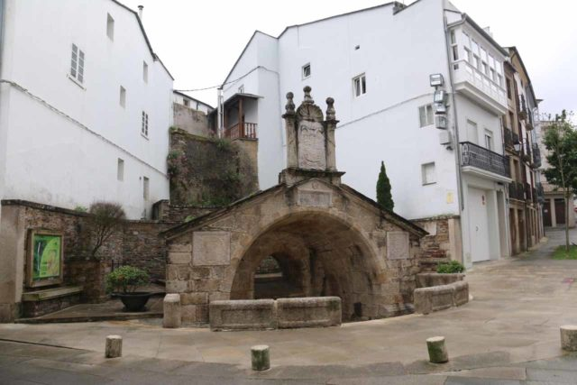 Mondonedo_006_06102015 - This fountain (Fonte Vella) in the town of Mondoñedo was kind of a useful landmark for us to enter the Barrio Dos Muños en route to the surprisingly hard-to-find Salto do Coro