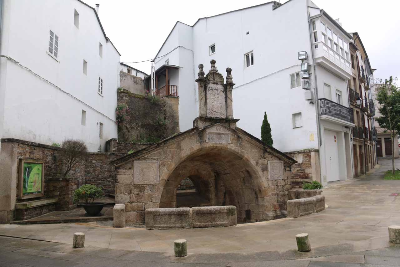 If you're like us and you happened to follow the signs for the info center towards this fountain called Fonte Vella, then know that you've stumbled upon a key landmark in finding Salto do Coro and the route to Barrio dos Muiños as the road to get there was left of this fountain