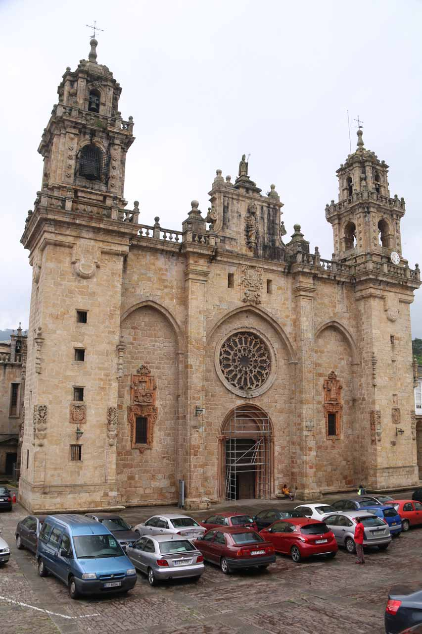 While I was looking for the way to Salto do Coro from Mondoñedo, I first had to find the turistinfo center, and that required me to find parking, get out of the car, then walk around the center of town, where I managed to find this attractive cathedral along the way
