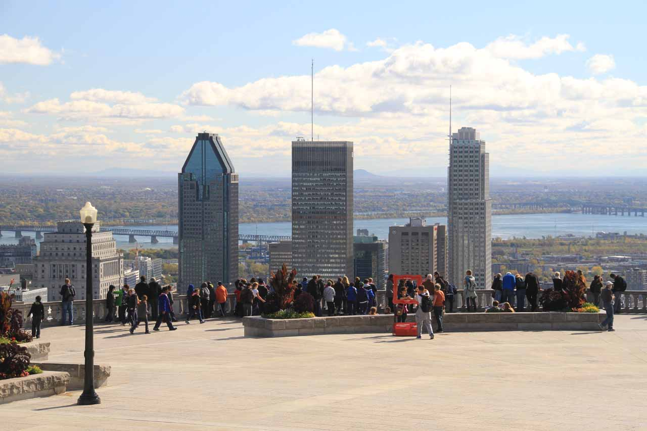 Context of the busy lookout over Montreal