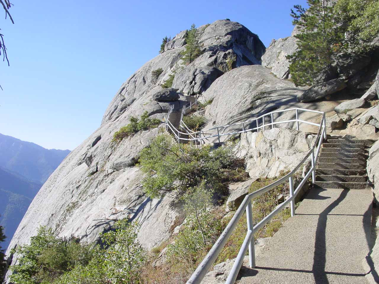 Just to the south of Lodgepole was the short climb up to the top of Moro Rock for 360 degree views