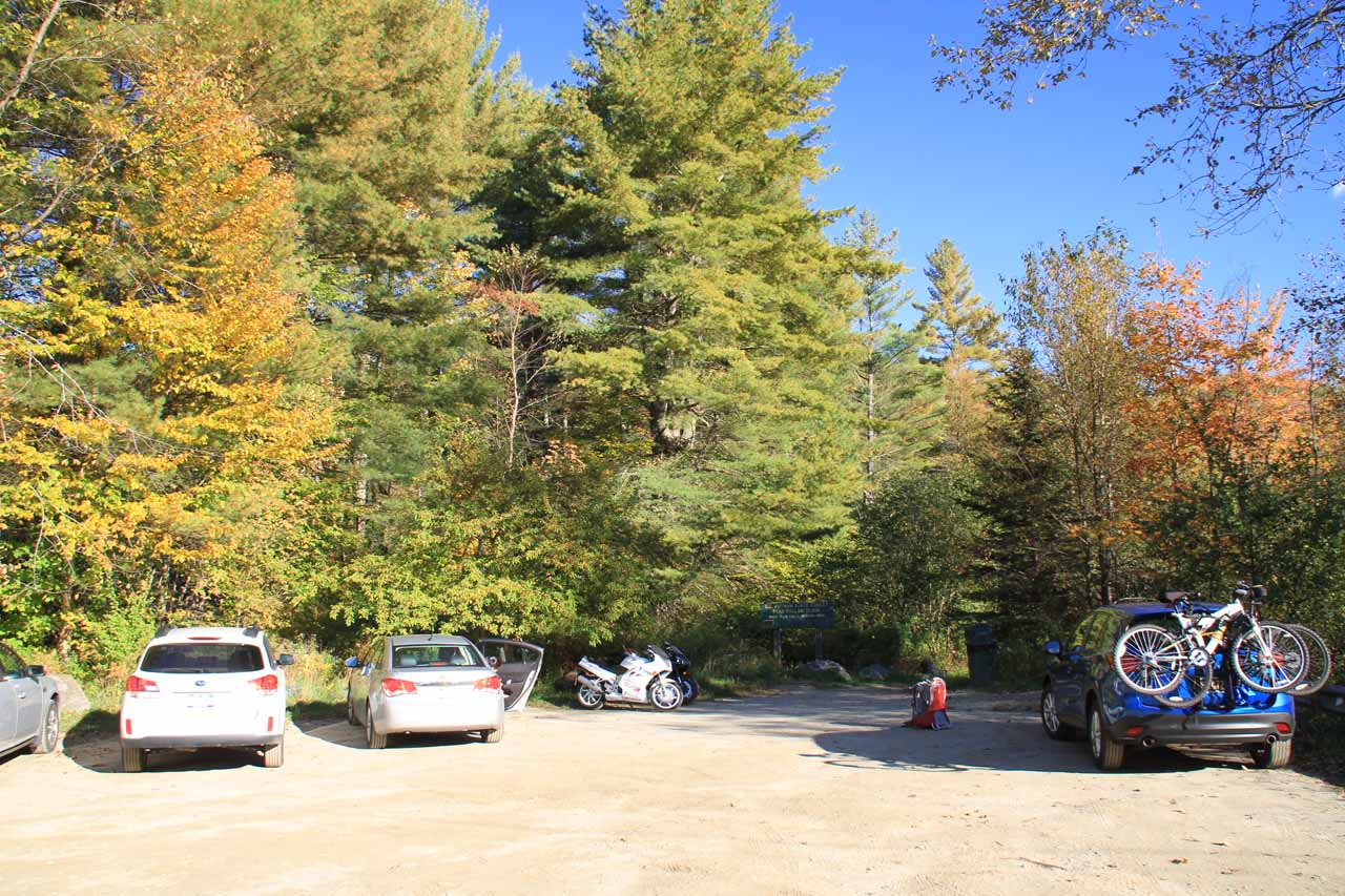 The unpaved car park and trailhead for Moss Glen Falls