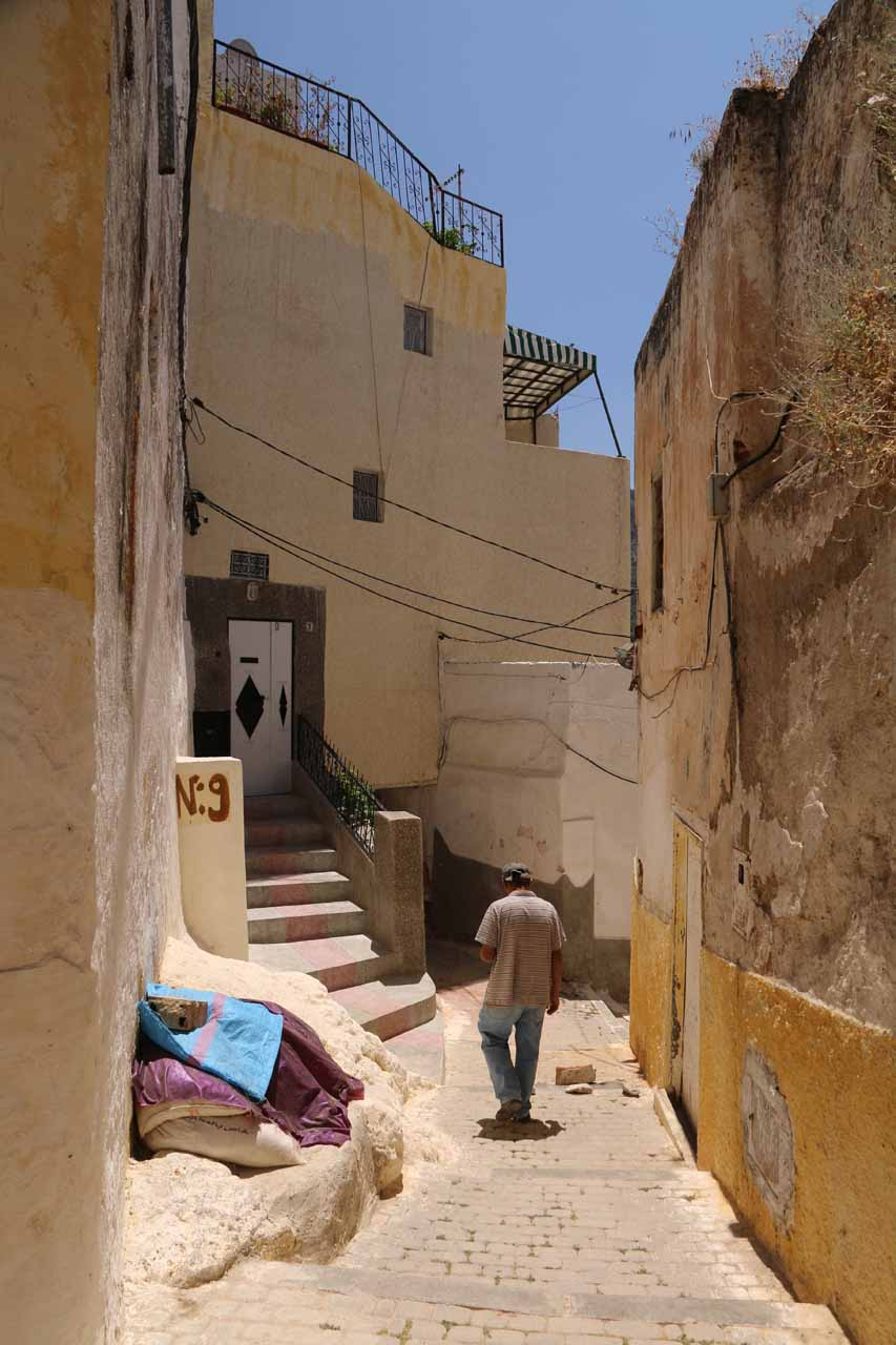 Walking amongst the streets of the outskirts of Moulay Idriss