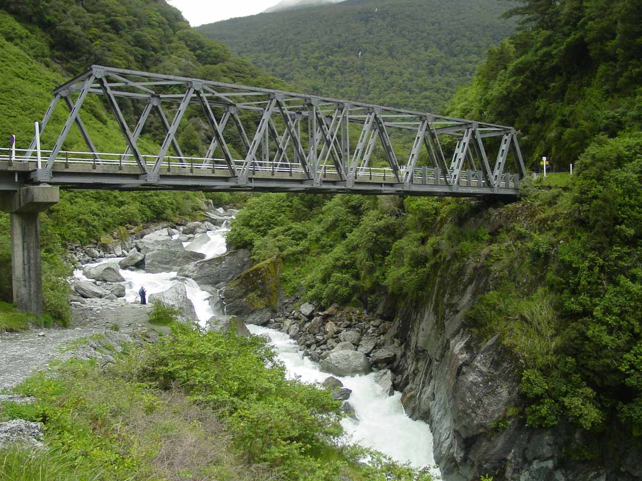 The bridge and river near Haast Pass