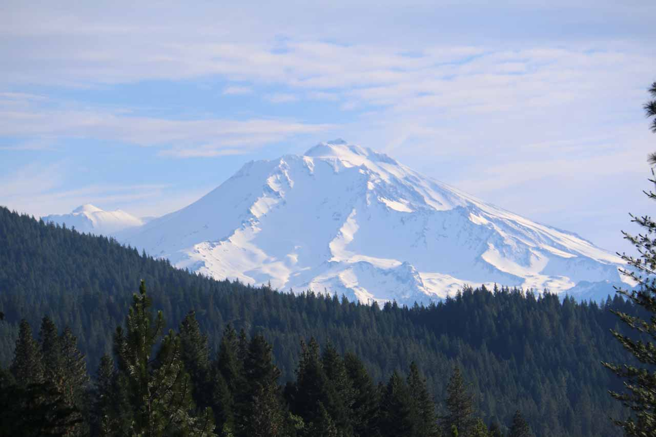 During the drive north along the I-5 towards Dunsmuir from Redding, we stopped by a vista point affording us this teasing view of the over 14,000ft Mt Shasta