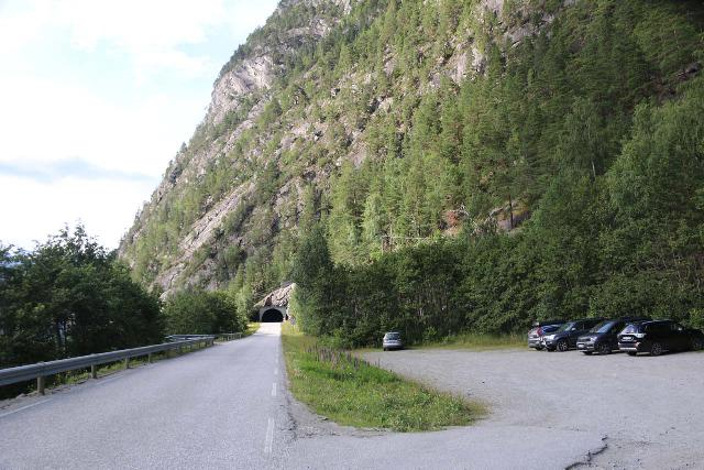 Muldalsfossen_255_07172019 - The car park closest to the trailhead for Muldalsfossen with the Heggurtunnelen in the background