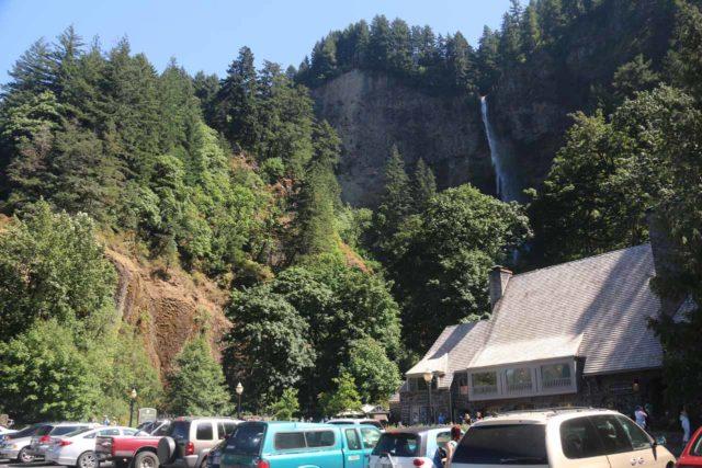 Multnomah_Falls_17_002_08162017 - The parking lot fronting the Multnomah Falls Lodge