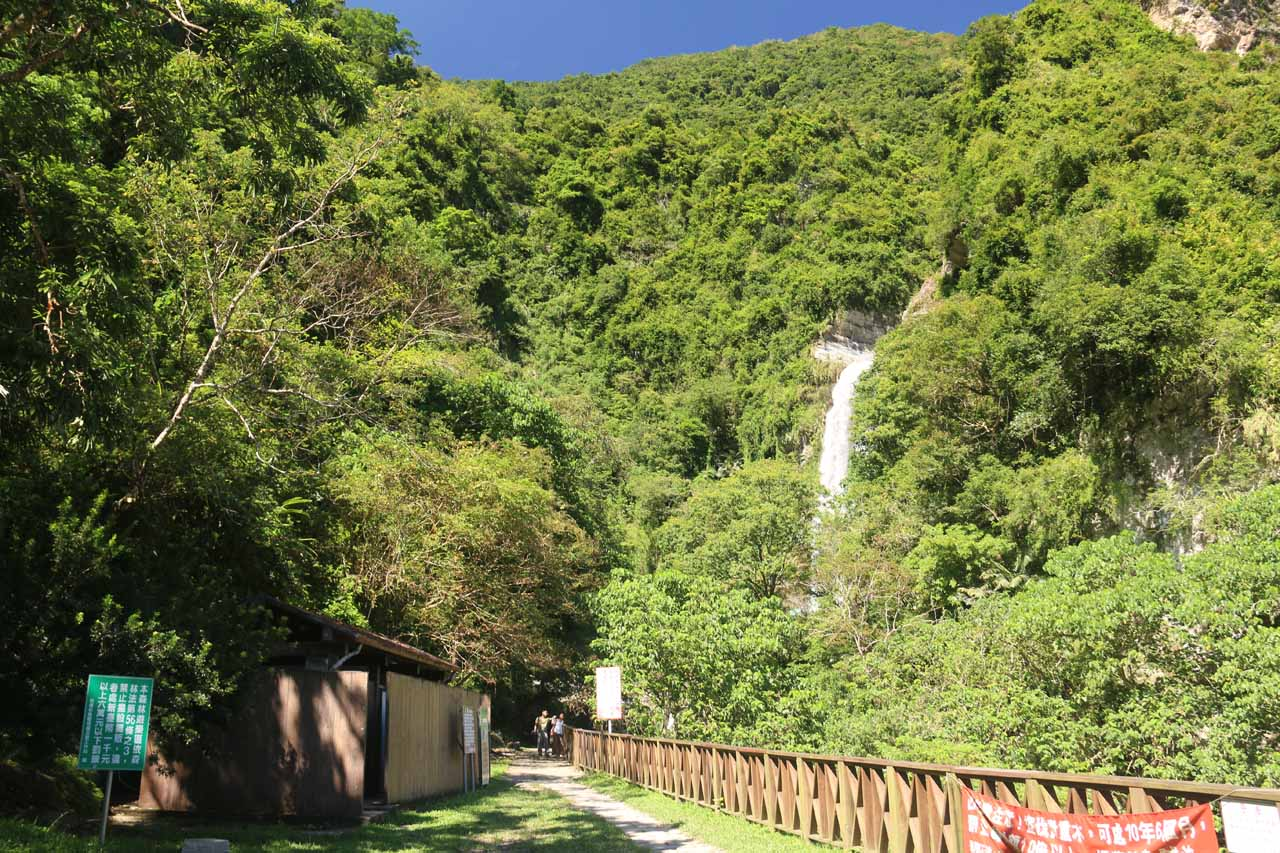 The short walking path leading to a closer look at the bottom of the Nanan Waterfall