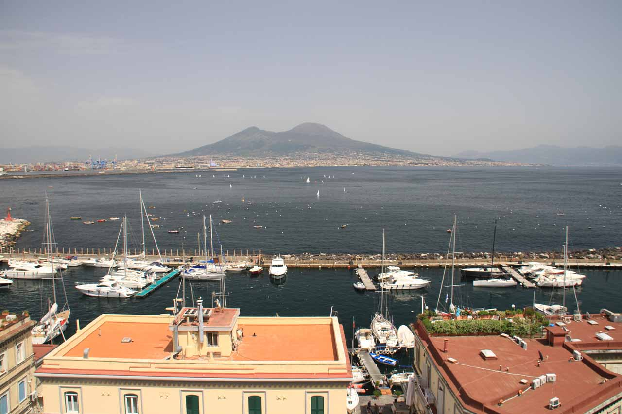 To the south of Cascate del Liri was the city of Naples (Napoli), where we got these surreal views of Mt Vesuvius from within the city itself while also picking up our hire car