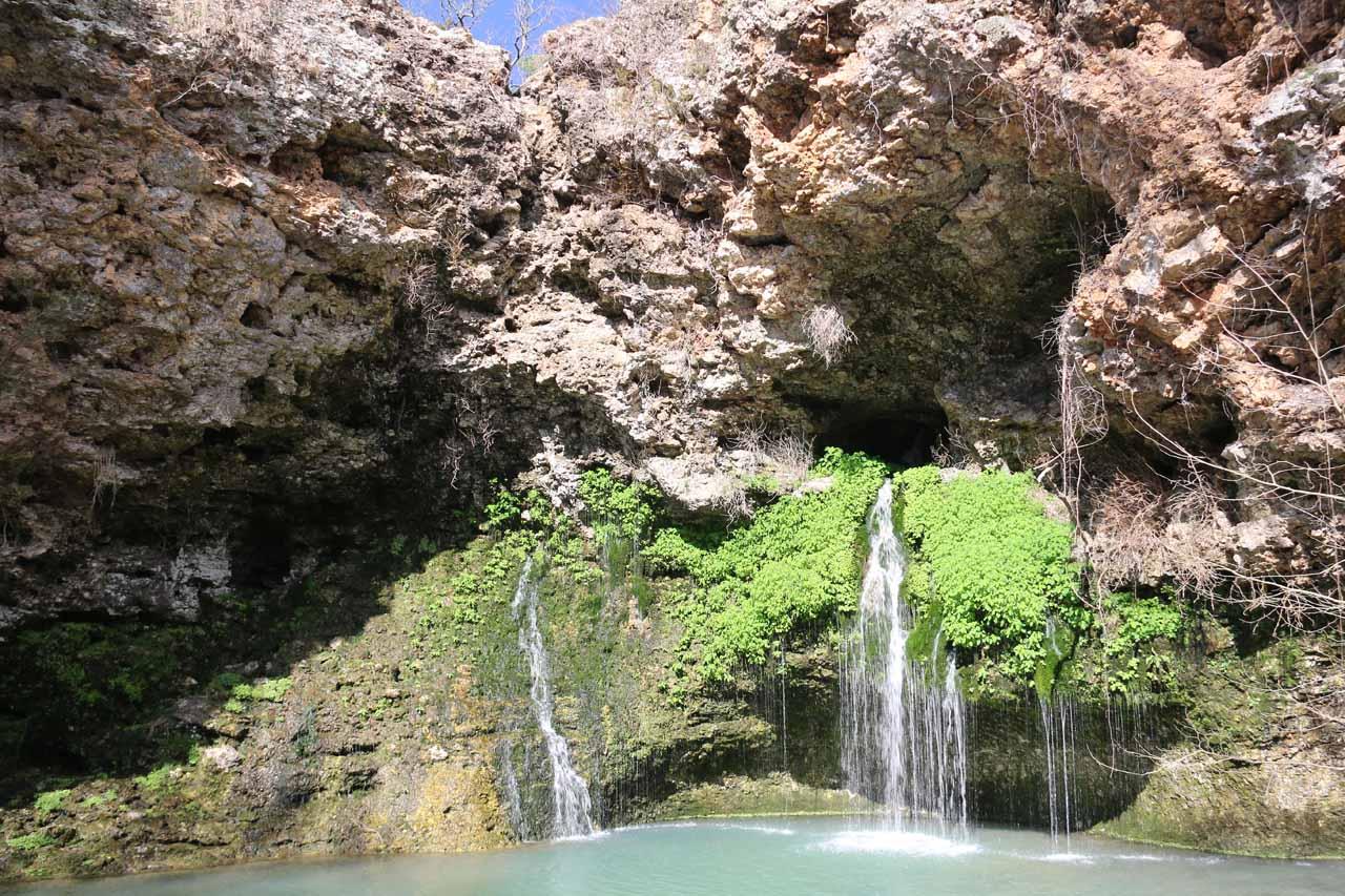 Natural Falls (Dripping Springs Falls) - World of Waterfalls