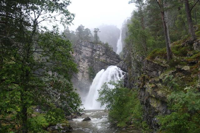 Naustafossen_059_07152019 - Nauståfossen as seen from the footbridge fronting it on a rainy evening in July 2019