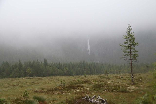 Naustafossen_078_07152019 - Looking back at Nauståfossen on the hasty hike back to the car park while dealing with the persistent rain during my 2019 visit