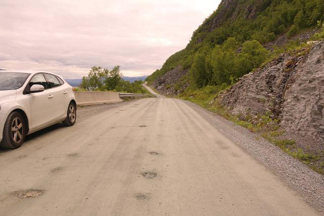 Navitfossen_157_07052019 - While driving the access road between the E6 and Kvænangsbotn, we had to watch out for potholes on the unsealed road