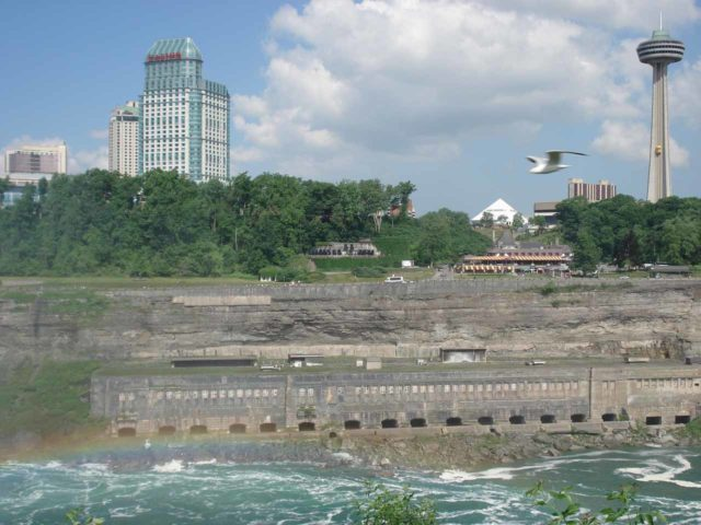 Niagara_Falls_060_jx_06142007 - Looking towards what appeared to be a defunct power station that is now one of the historical relics that still stand today