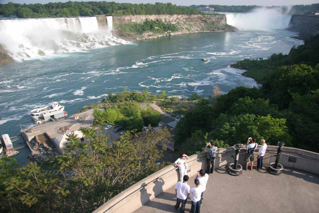 Comprehensive look at both the American Falls and Horseshoe Falls from an elevated lookout deck on the Canadian side