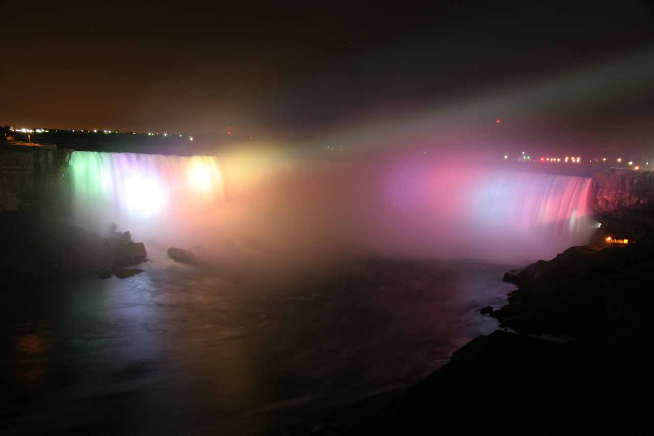 Horseshoe Falls being floodlit at night