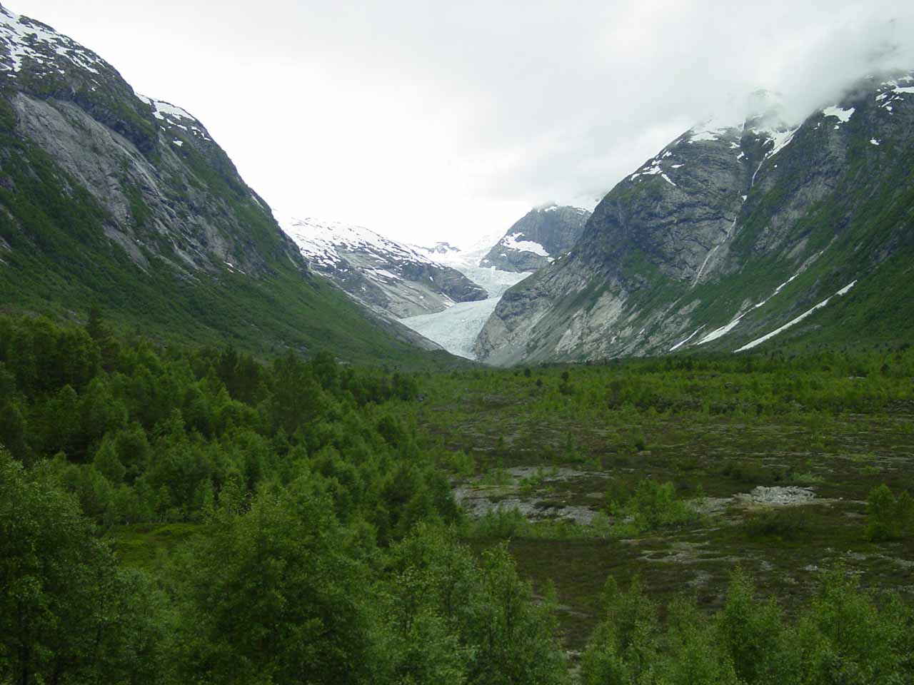 Full context of the U-shaped valley formed by the Nigard Glacier as seen from the Glacier Center