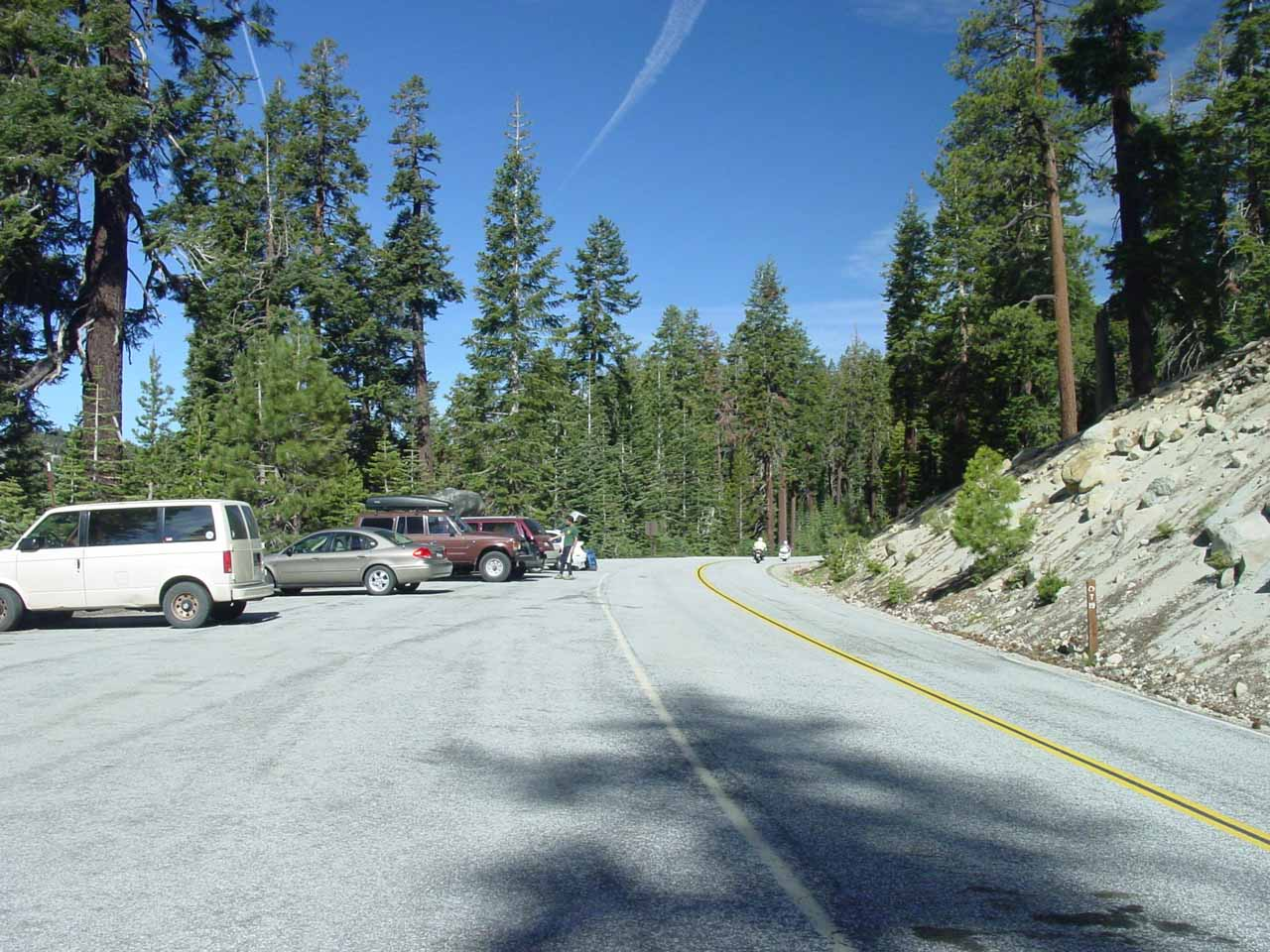 The North Dome trailhead by signpost T19 along the Tioga Road