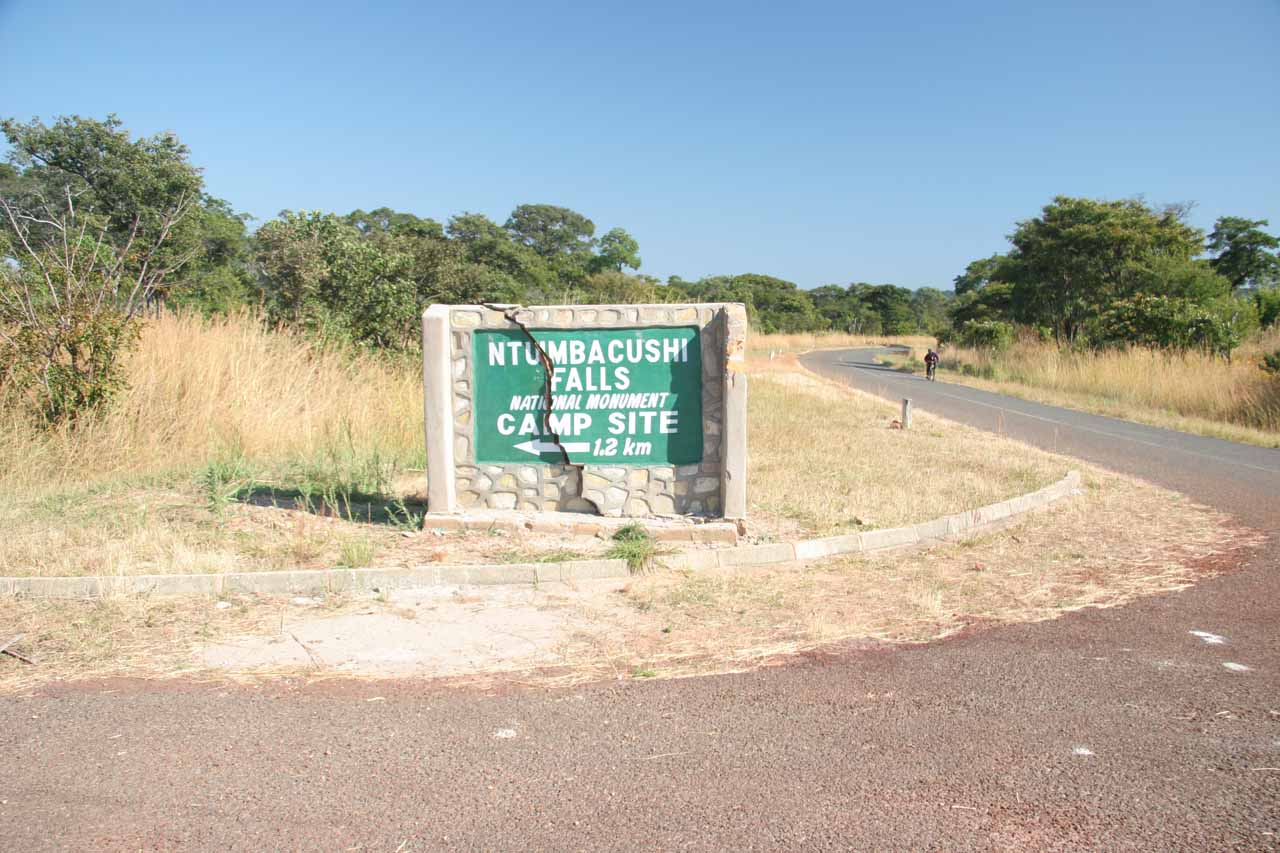 The signposted turnoff for Ntumbachushi Falls