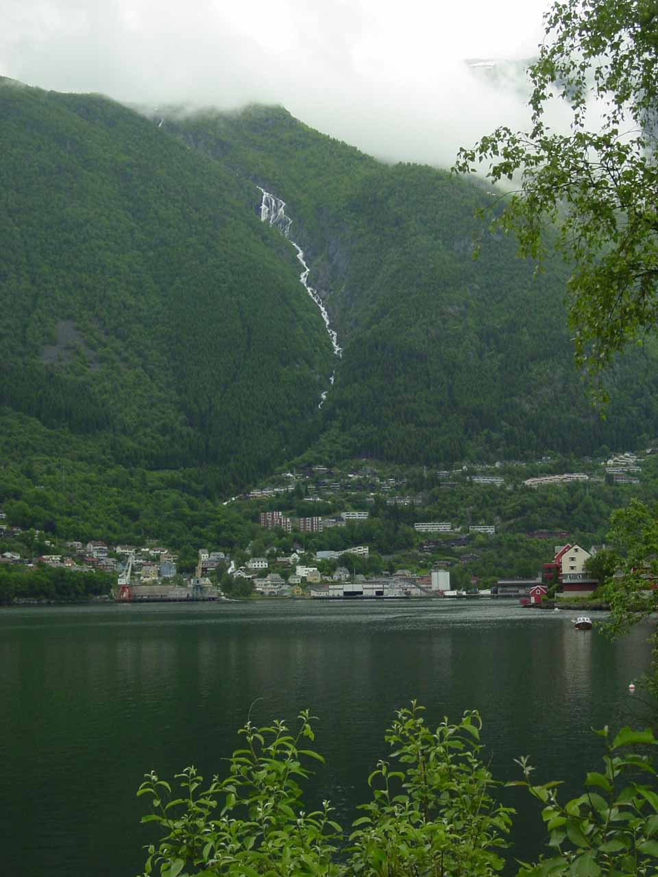 Further north of Espelandsfossen at the end of Oddadalen  was the well-situated town of Odda right at the far southern end of the South Fjord (Sørfjorden)