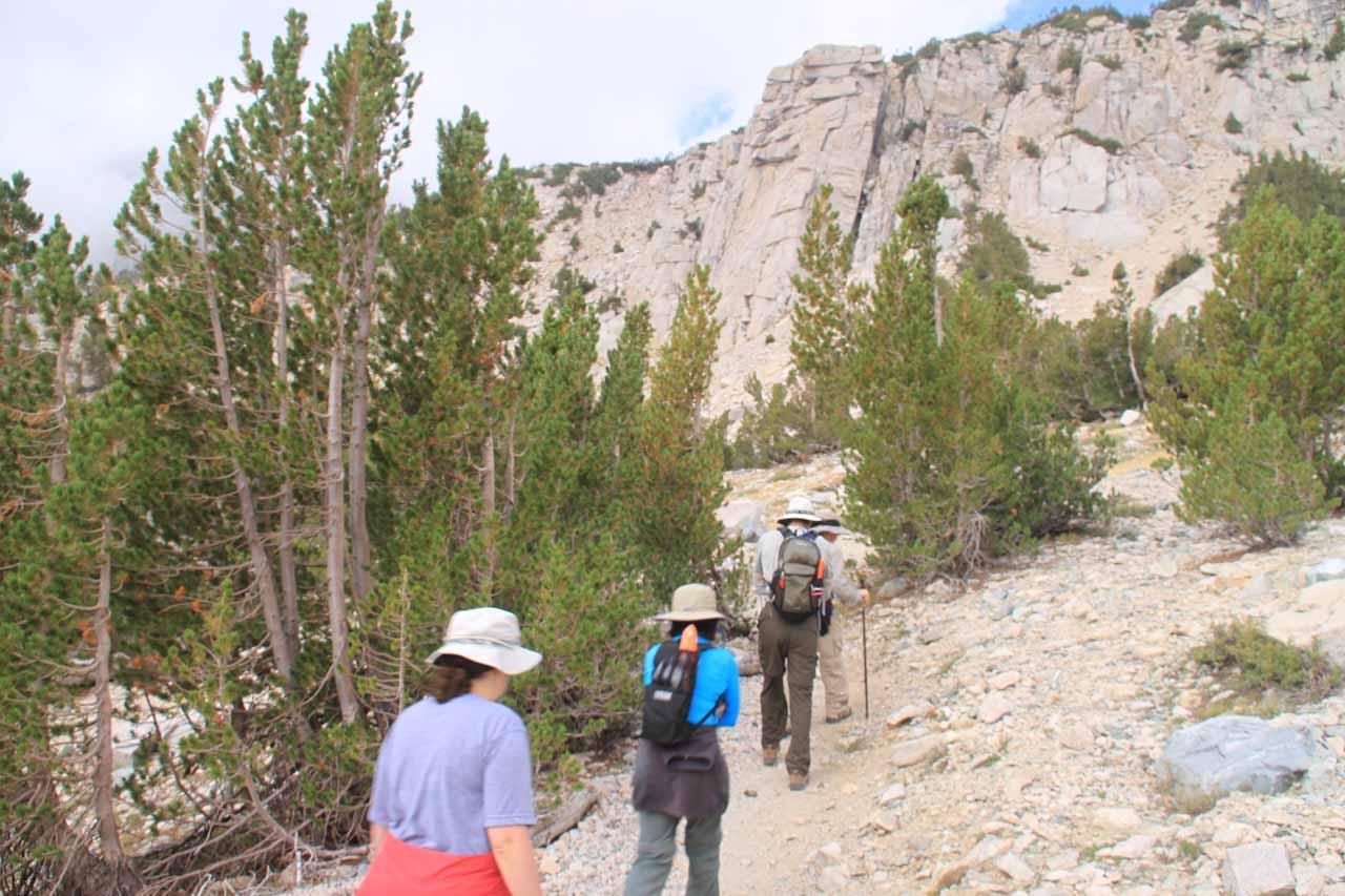 Dayhiking up towards Kearsarge Pass
