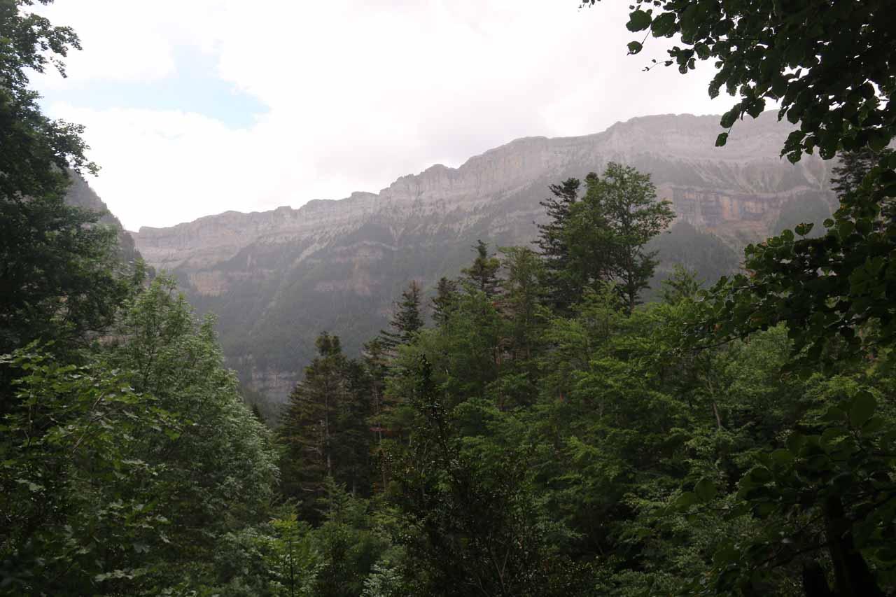It was now starting to rain as I got nearer to the Cascada de Cotatuero