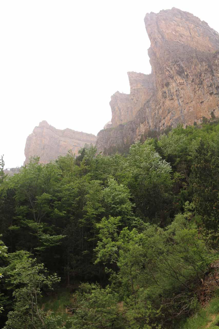 Impressive cliffs around the Circo de Cotatuero