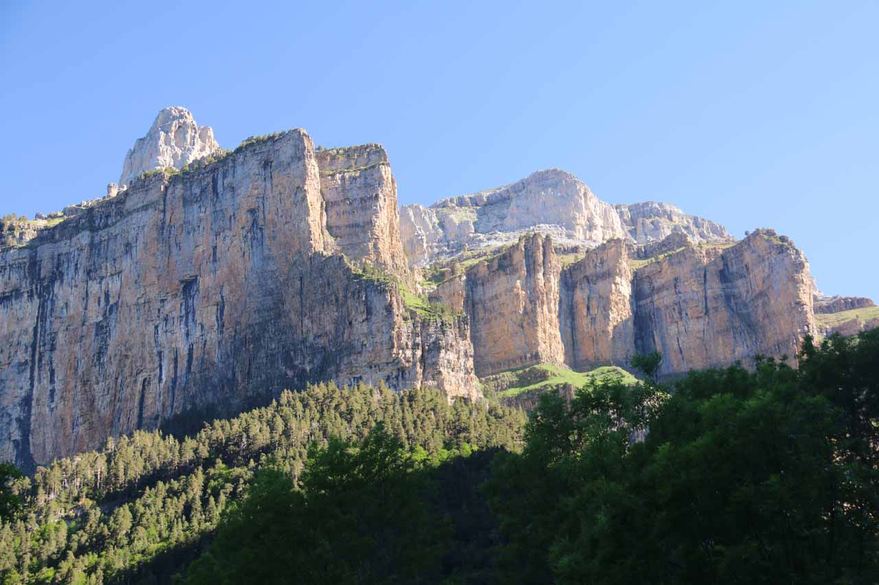 Looking back up at the wrinkled cliffs of Faja Racón and Faja Blanquera on the west side of the Circo de Cotatuero