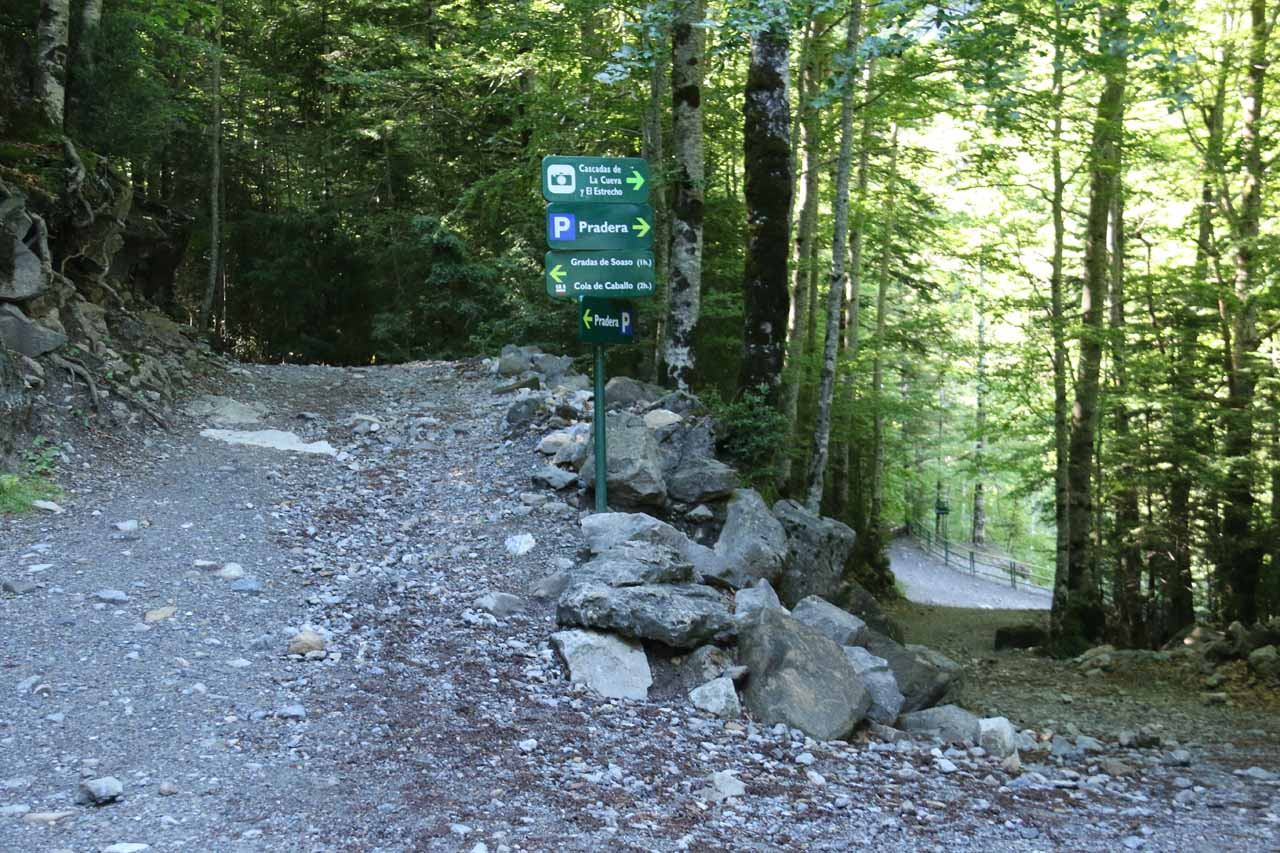 This was the trail junction where I thought it was an either-or proposition, where the left trail went straight to Gradas de Soaso and Cola de Caballo, while the right trail descended towards the miradores de Cascadas de la Cueva y Estrecho