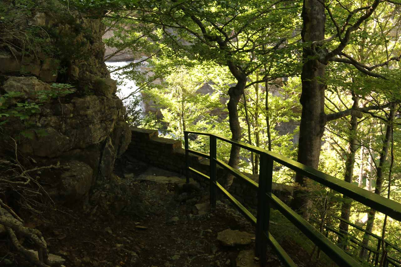 Descending a side trail leading to a different mirador of Cascadas del Estrecho