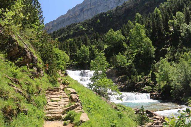 Ordesa_603_06172015 - Context of the trail to the Cola de Caballo and the cascading Gradas del Soaso on the Río Arazas