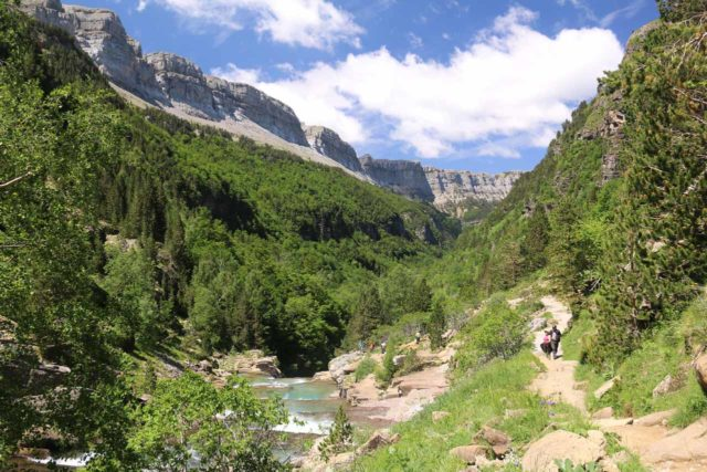 Ordesa_606_06172015 - Context of the cliffs surrounding the upper end of the Ordesa Valley along the glacially-floured Río Arazas river