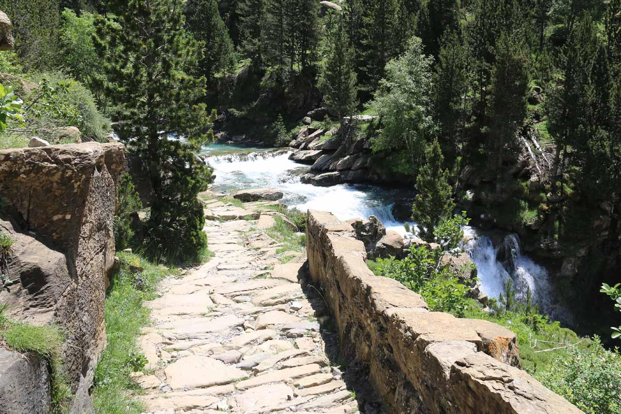 The trail flanking the Gradas del Soaso