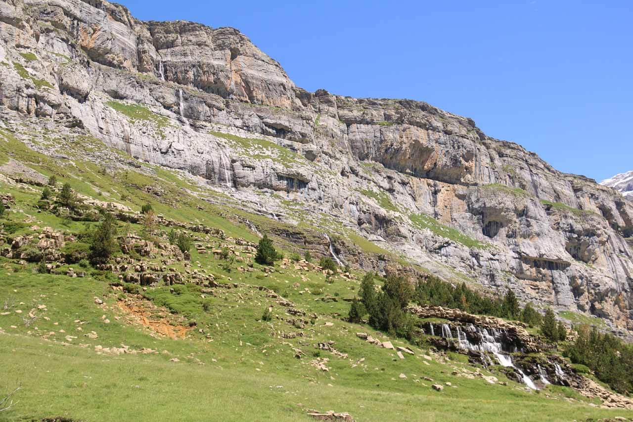 I started to notice cascades tumbling down the south-facing cliffs as I was getting closer to the Circo del Soaso
