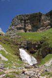 Ordesa_722_06172015 - Contextual look at the Cola de Caballo backed by some of the cliffs of the Circo del Soaso