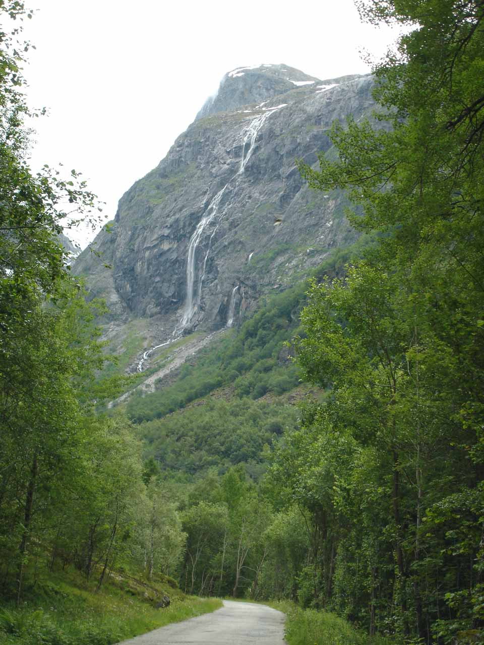When the road turned and headed east in Osa, that was when we noticed Kyrfossen