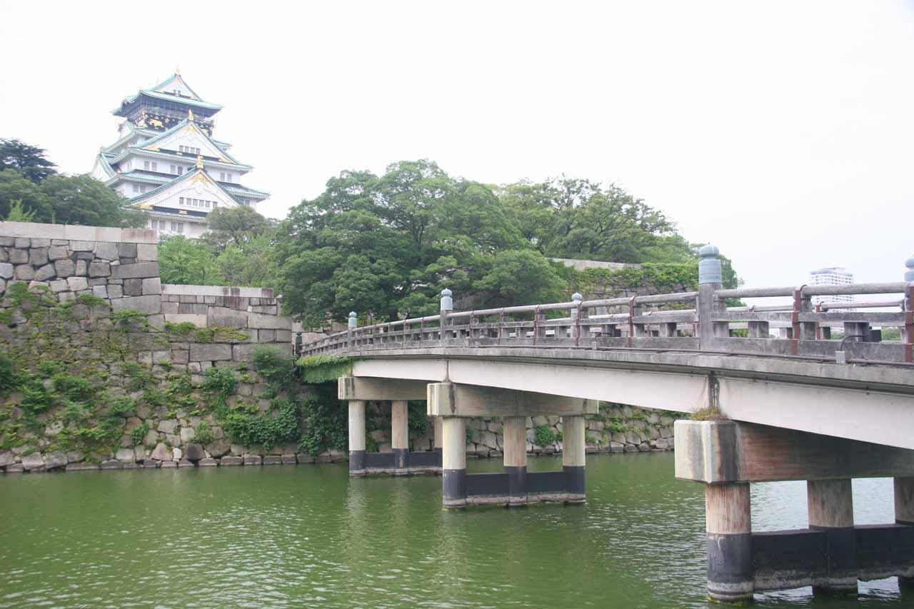 Osaka-jo bridge over the moat