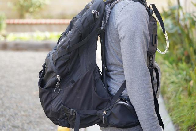 While the curved frame on the Osprey Manta 34 is great for back ventilation and weight redistribution, it sacrificed the pack's dimensions and packable space