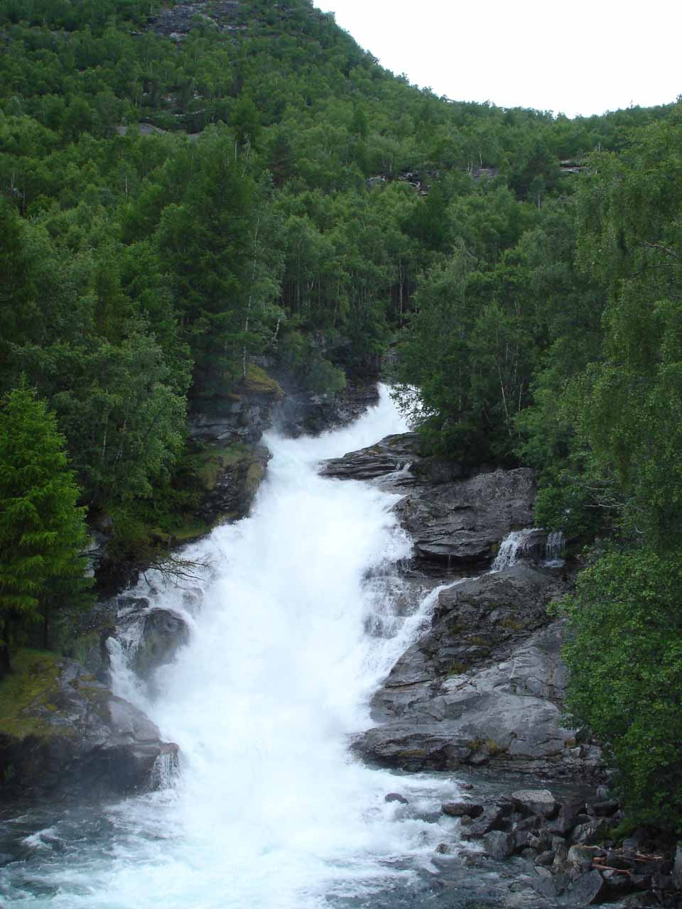 This was a waterfall we saw somewhere between Øvre Årdal and the trailhead for the Utladalen hike