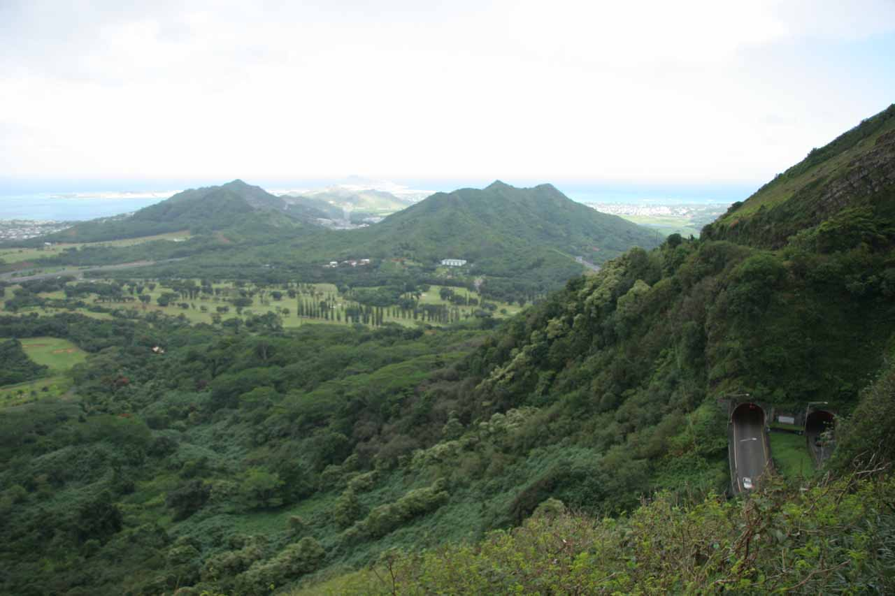 Looking to the far right of the Pali Lookout