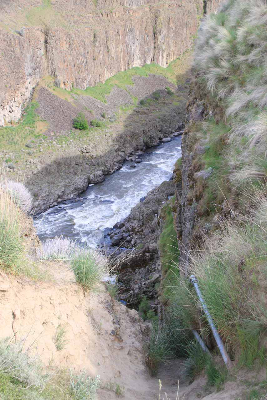 Do NOT make the mistake of thinking these water pipes lead you down a shortcut trail to the Upper Palouse Falls.  It doesn't.  That's a sheer cliff face that you don't see down below!