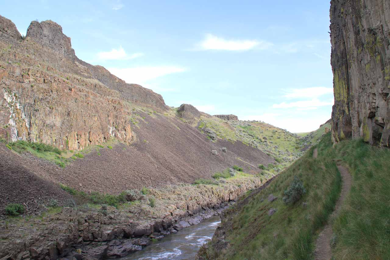 Walking along the ledge between the Upper Palouse Falls and the 'mohawk'