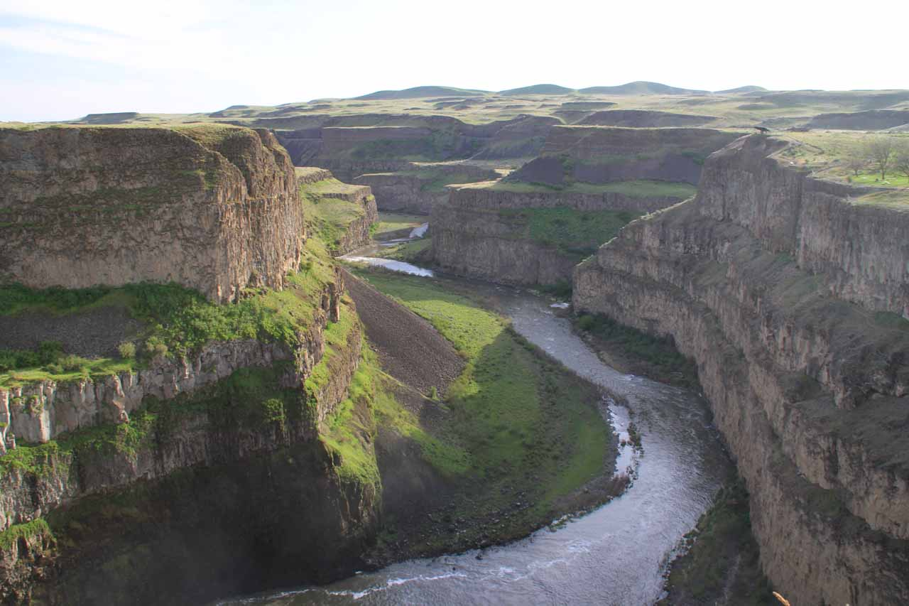 Looking into the Palouse River Canyon from the unfenced cliff edge above Palouse Falls