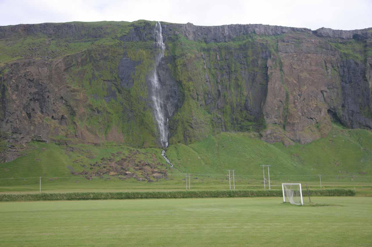 The waterfall at Paradishellir
