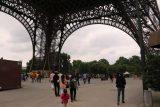 Paris_18_020_06142018 - Walking beneath the Eiffel Tower's base