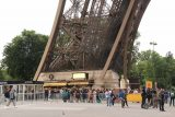 Paris_18_085_06142018 - Looking back at the line we had to stand in to wait our turn to get up to the top and middle platform of the Eiffel Tower