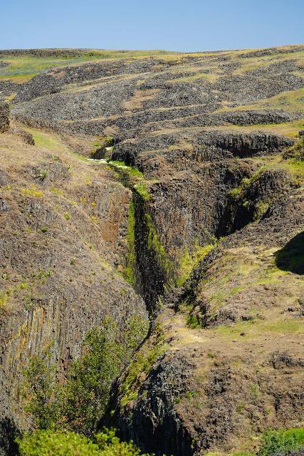 Phantom_Falls_056_04092021 - Looking towards the trickling upper drop of Ravine Falls right before descending into the namesake ravine