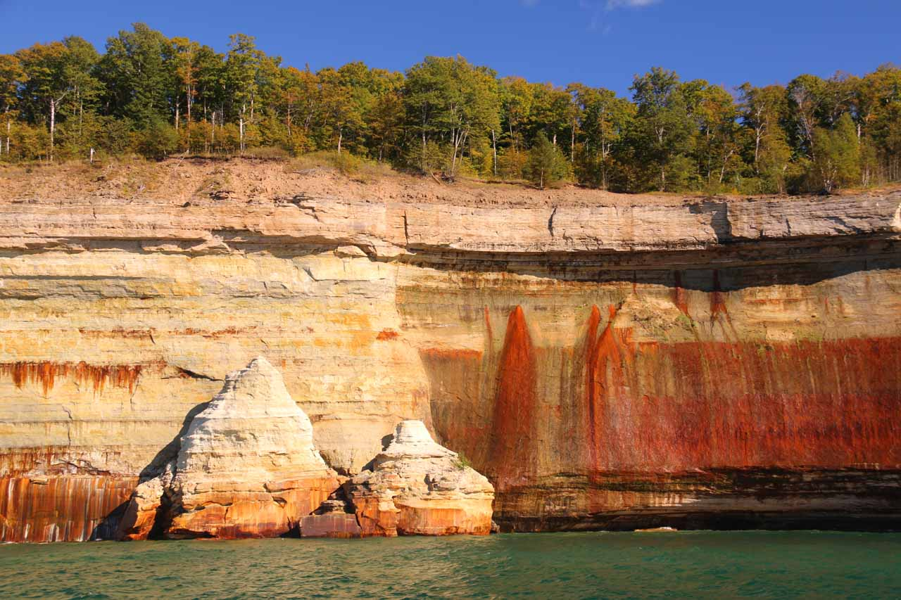 Back at the red stripes of the Pictured Rocks cliffs